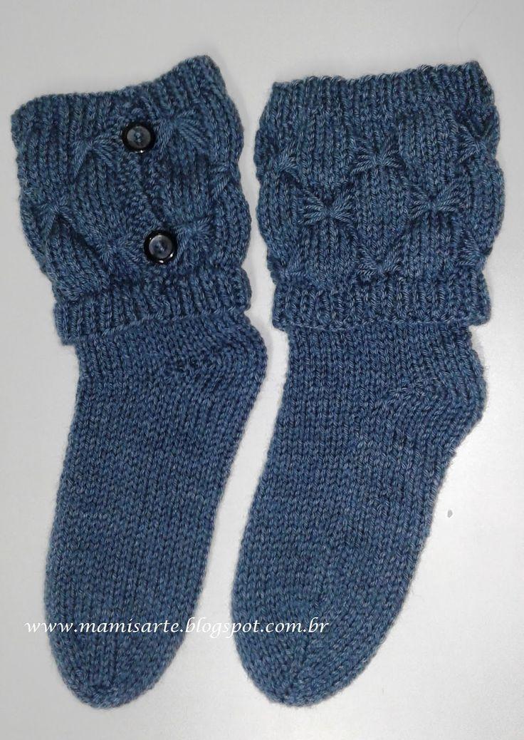 Olá!  Estes trabalhos consistem em tecer as meias sem canos e sem furinhos no calcanhar, com agulhas retas ; separadamente tecer as polainas...