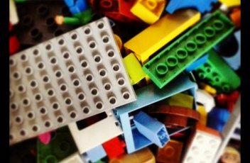 Hogyan vedd rá a gyermeked, hogy elpakolja a játékait?