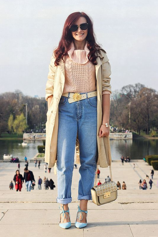 In my opinion, the most comfortable denim style: boyfriend jeans :) Worn with a trench coat and a light sweater #jeans