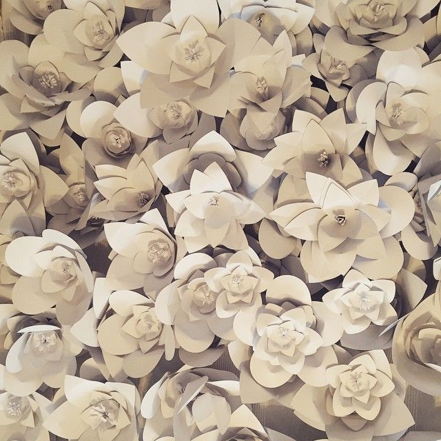 More than 2000 white paper flowers, more than 20000 times we touched the gluegun in the making, this is how we are preparing for the holidays. Thanks to my wonderful team for making these last weeks so joyful! #edinaspaper #edinaspaperinternational #comingsoon #exhibitiondesign #paperflowers