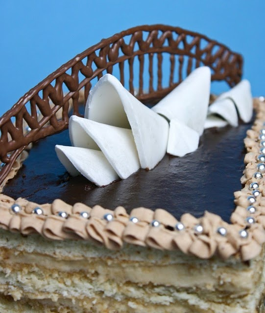 sydney opera house cake