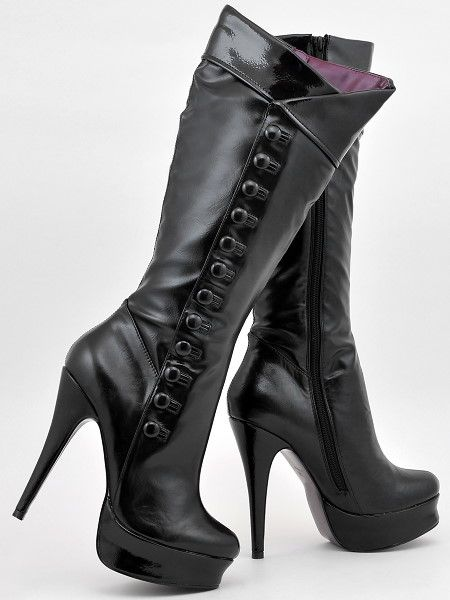 These boots would be great for a pirate cosplay. So sexy!