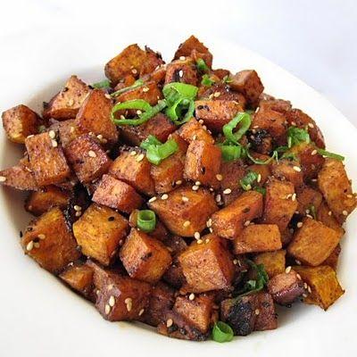 sesame glazed sweet potatoes...with sriracha!Side Dishes, Savory Sweets, Roasted Sesame Glaz, Sesame Glaz Sweets, Sesame Glaze, Glaze Sweets, Fifty, Roasted Sweet Potatoes, Roasted Sweets Potatoes
