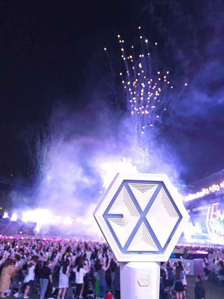 #EXOrDIUMdotinSeoul - EXOdicted - EXO Fansite  *como eu queria um lightstick :'(*