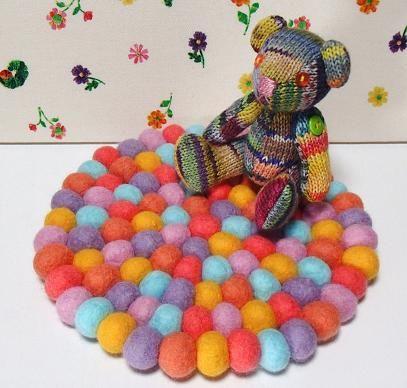 円形フェルトボールマット つなげ方 - 絵本のような毛糸であそぼう