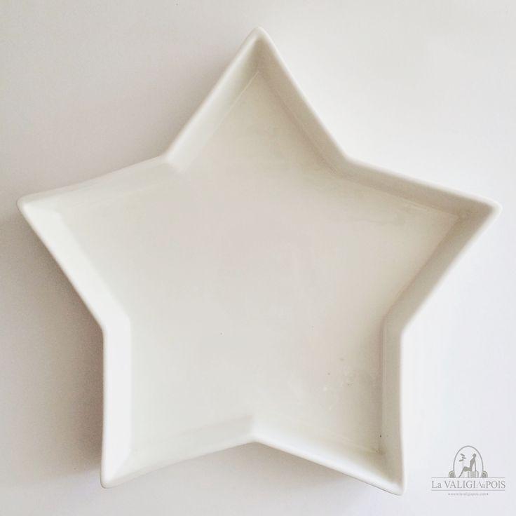 Centrotavola in finissima porcellana bianca a forma di stella, può essere utilizzato come centrotavola, piatto da portata, svuota tasche o per decorare un angolo della vostra casa.
