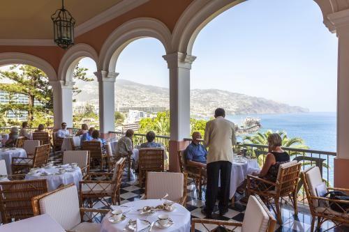 """Madeira: Besucher sind auf der Terrasse des ehrwürdigen """"Reid's Palace"""" willkommen"""