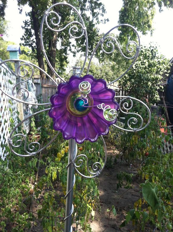 Yard art garden art glass and wire flower from recycled for Wire yard art