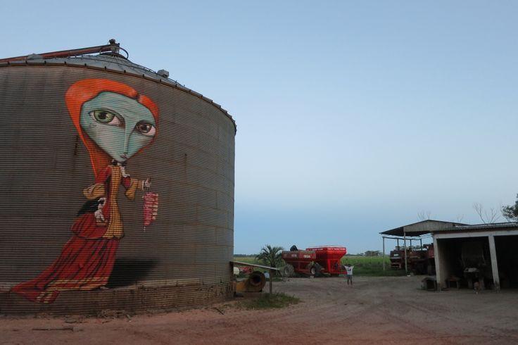 Brasil / Uruguai  A mulher que come carne ao lado de 25 mil sacas de soja.