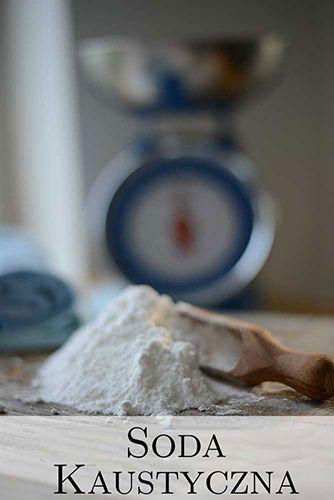 Soda kaustyczna, jest niezbędna do produkcji domowego mydła, co wbrew pozorom jest naprawdę proste.