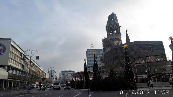 Charlottenburg, der so tragisch gebeutelte Weihnachtsmarkt auf dem Breitscheidtplatz hat wieder göffnet