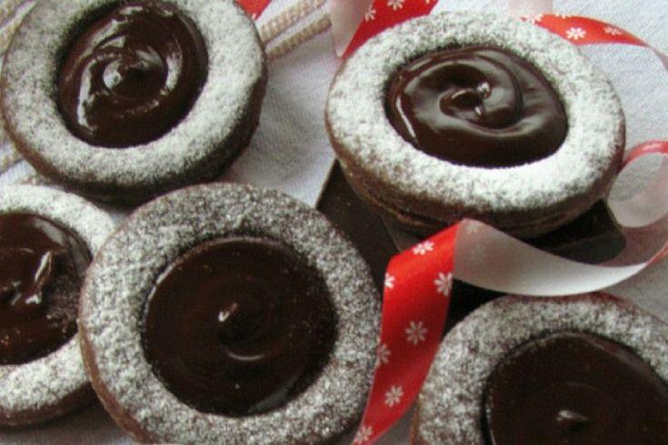 https://carujeme.cz/krehka-kakaova-kolecka-pomerancovou-marmeladou-cokoladovym-kremem/