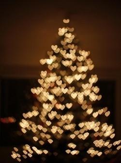 twinkling christmas tree lights as hearts!..so pretty!