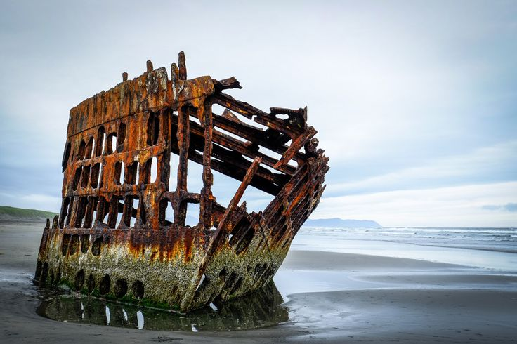 The wreck of the Peter Iredale in Fort Stevens State Park, Portland, Oregon, USA