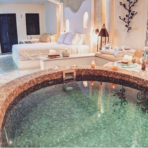 Image via We Heart It #home #pool #hollyday