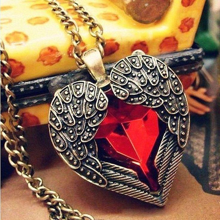 Collier femme aile d'ange coeur rouge enroulée