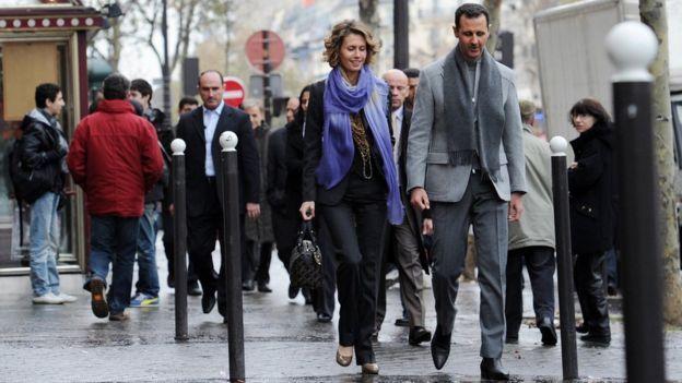 18 October 16 Syrian president Bashar al-Assad and his wife Asma walk in a street of Paris in December 2010