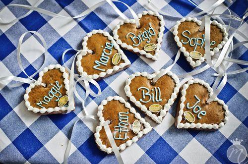 Was+darf+bei+keinem+bayrischen+Fest+fehlen?+Richtig.+Lebkuchenherzen,+Fassbier+und+Brezn!+Die+Hochzeitsfeier+von+Stefanie+und+Brian+hatte+einen+Hauch+von+Oktoberfest.+Passend+zum+heutigen+Beginn+der+Münchner+Wiesn+zeigen+wir+Euch+die+Bilder+einer+echten+Destination+Wedding.+Seht+hier+die+wunderbare+Hochzeitsreportage+von+Fotografin+Martina+Rinke...