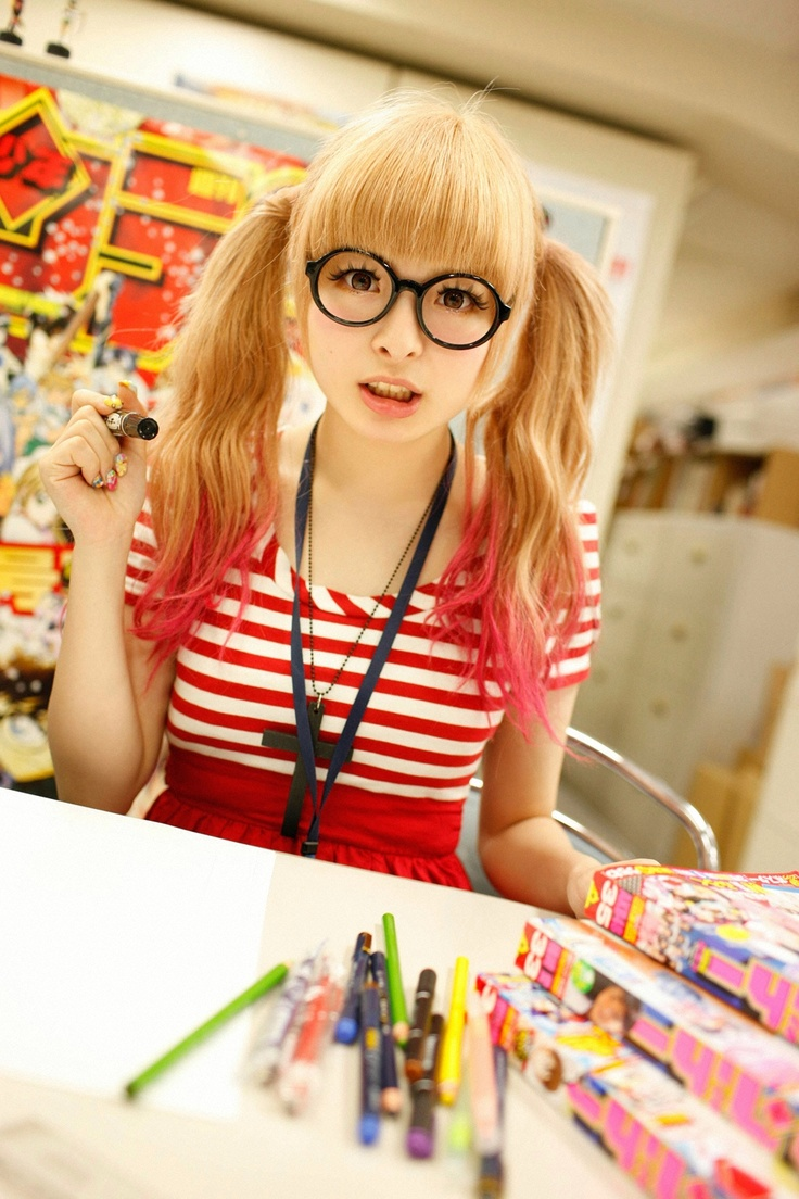 kyary pamyu pamyu pink tipped hair glasses colors cute