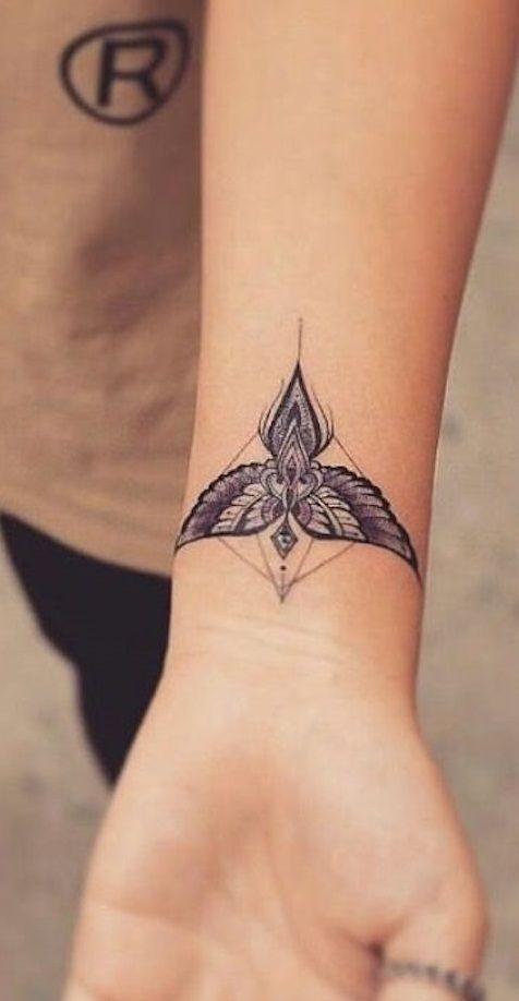 30 Fotos de tatuagens femininas no pulso | Wrist tattoos for guys, Tattoos for guys, Wrist tattoos for women