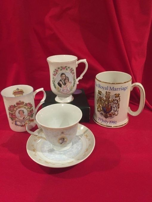 A Set of 4 English Royal Family Commemorative Coll —