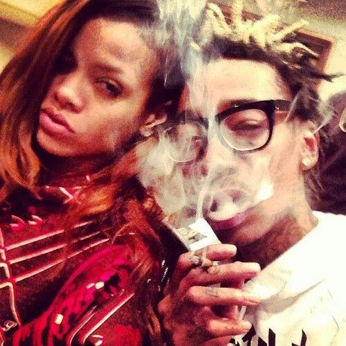 Smoke marihuana Rihanna ft Whiz Kalifa