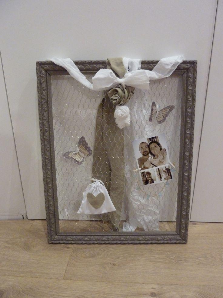un vieux cadre r cuper la cave un peu de peinture du grillage poule du tissu et du. Black Bedroom Furniture Sets. Home Design Ideas