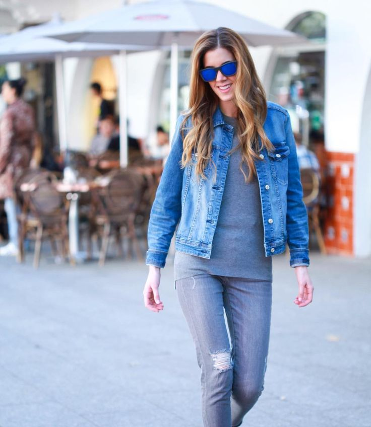Grey Jeans, grey sweater and a jeans jacket with matching blue sunglasses, an outfit easy to put together! / Jeans grises, sueter gris, una chamarra de mezclilla con unos lentes azules de espejo es un outfit muy facil de hacer con cosas que ya tienes en tu guardarropa!