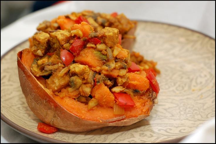 curry stuffed sweet potato | Foodie Heaven | Pinterest