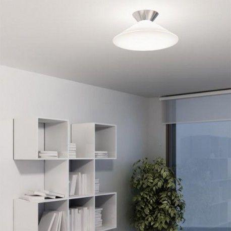 Plafón Rimbo con soporte a techo fabricado en metal cromado y pantalla realizada en polietileno blanco con diseño en forma ovalada. Un diseño de estilo moderno y minimalista perfecto para pasillos, cocinas, comedores...