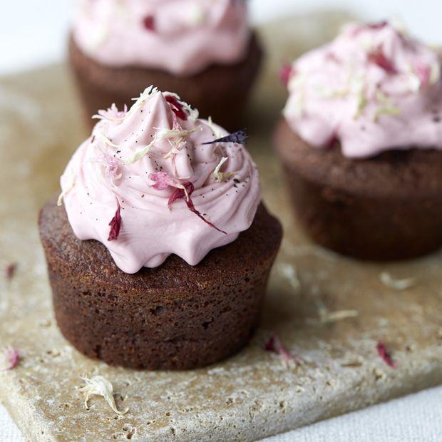 Kom saftige rødbeder og intens chokolade i dine muffins og smag, hvor guddommelig den kombination er.
