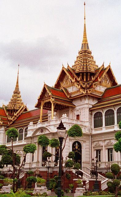 Grand Palace Chakri Mahaprasad Hall in Bangkok #Thailand, 2010, beautiful place with b huge lizards walking around outside