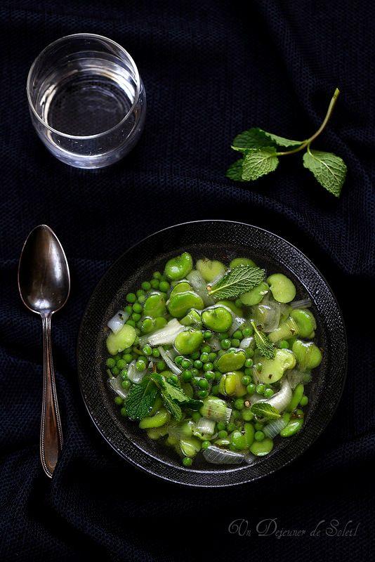 Un dejeuner de soleil: Minestrone aux petits pois, fèves et menthe