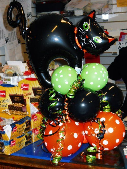 Meow how 39 s that for a cute halloween balloon centerpiece for Balloon decoration instructions
