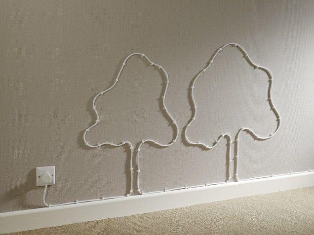 Creativo hasta con los cables. Si no puedes con tu enemigo, te alías con él >_o || Get Creative If cables have to be in plain sight, get creative and tack them to the wall in a fun pattern.