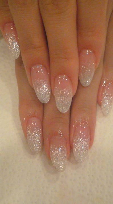 Holographic glitter fade nails by nail salon Jill & Lovers in Tokyo