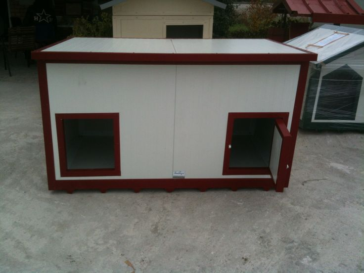 A double decker dog house for 2 dogs.