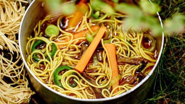 22 receptů na polévky s nudlemi a těstovinami
