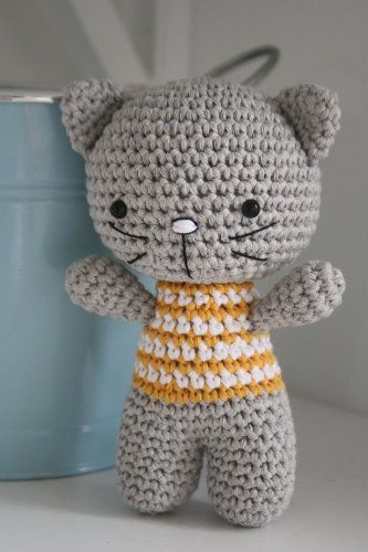 cute idea for baby toy ...Small cat with joined legs – free amigurumi pattern