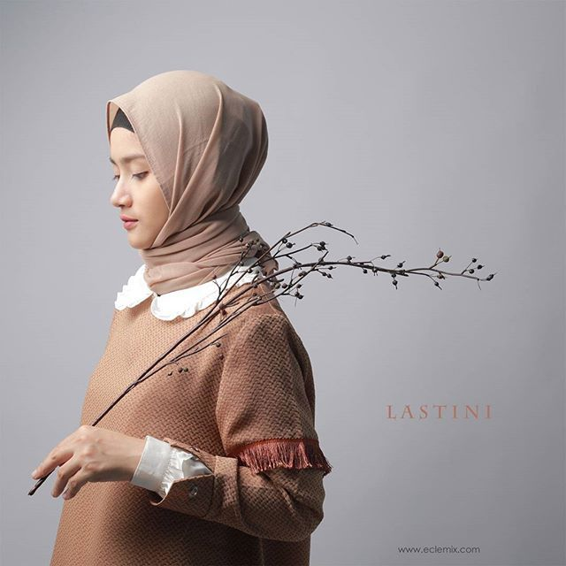 LASTINI OUTER . also available in brown . Get this limited edition outer exclusive only at www.eclemix.com . Or reach our admin contact:  line@ : @eclemix  WA : 081326004010 . Happy shopping di jumat berkah . #fashion #hijab #eclemix #localbrand #bandung #top #outer #brown #lookbook