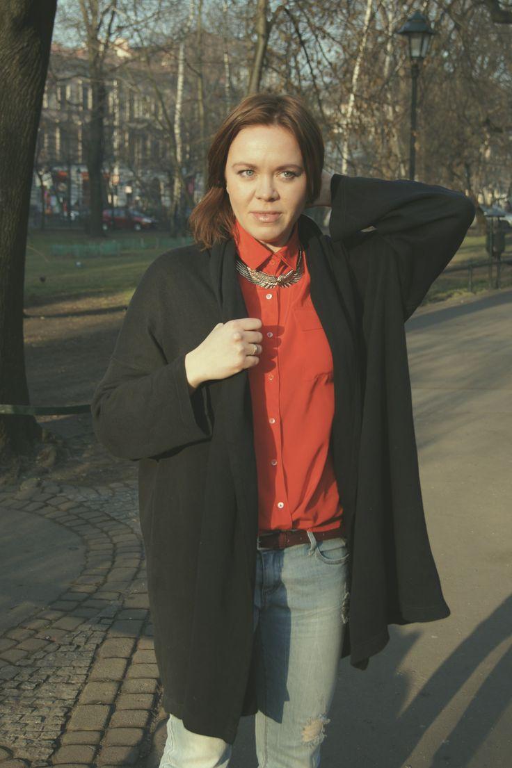 shirt - sh blazer - sh boyfriend - Stradivarius necklace - gift http://millenniumagelifestyle.blogspot.com/2014/01/lady-in-red.html