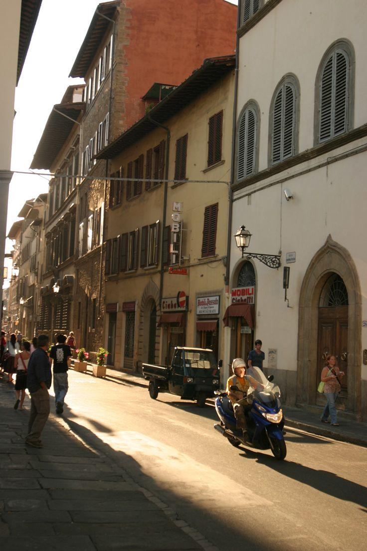 Dante poklának pitvara, trecento bölcsője, Machiavelli és Savonarola főhadiszállása, Mediciek fészke,