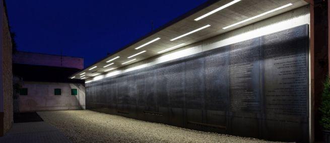 http://epiteszforum.hu/holokauszt-emlekhely-debrecenben
