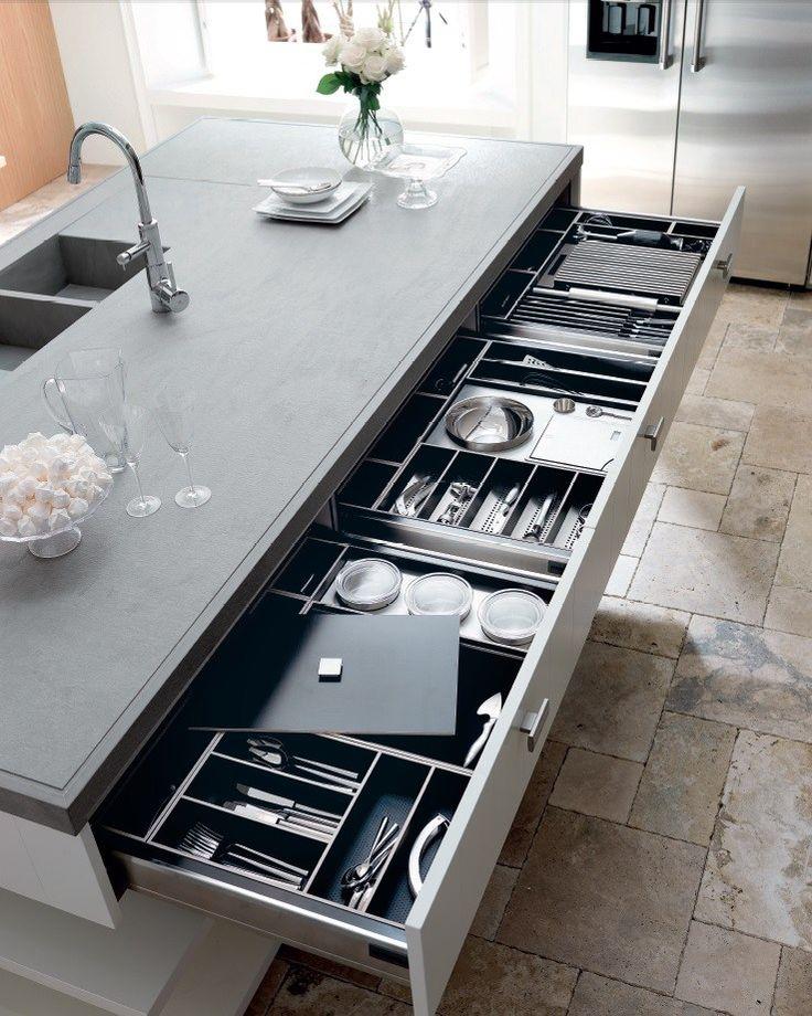Cucina Con Parquet E Isola Con Bancone In Legno Interior Design ...
