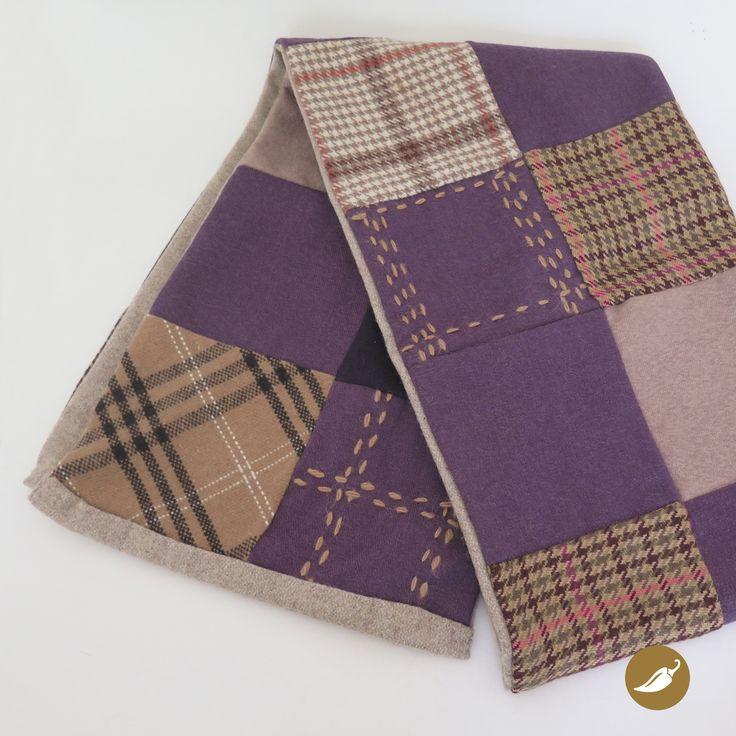 Bufanda diseñada y confeccionada por Andeanhands para Tienda Ají. Realizada en retazos de lanilla con detalles bordados a mano en el ana de alpaca. Pieza única.
