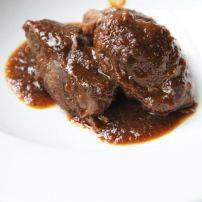 De lekkerste varkenswangetjes van Vlaanderen, uiteraard geserveerd met frietjes. Het recept is van Tess, zelf zegt ze erover : '''''Al eens varkenswangen...