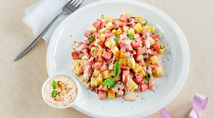 Салат из вареной колбасы,  ветчины и пряной зелени с заправкой из сыра бри и грецких орехов