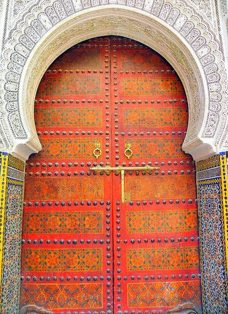 Would love to see an artisan's interpretation of this door into a fab textile. #pink+red #globaldoors  ~ Fez, Morrocco