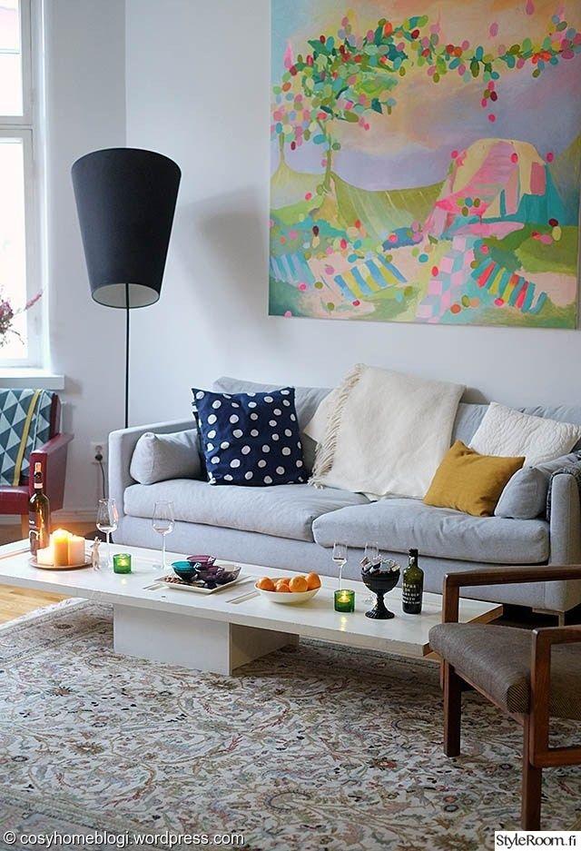 Sohva kutsuu loikoilemaan.  #styleroom #inspiroivakoti #colours #pastel #lightblue #pink #livingroom Täällä asuu: SaijaCosyhome
