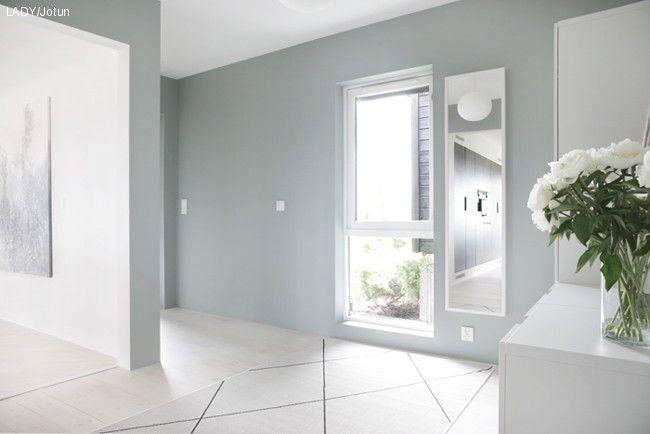 Oppussing gang - Veggene ble malt med LADY Pure Color 7163 Minty Breeze og vinduet med LADY Supreme Finish, Silkematt – 1624 Letthet - Stylizimo forvandlingen